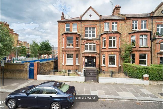 2 bed flat to rent in Essendine Road, London
