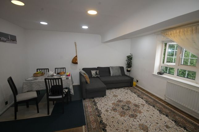 Thumbnail Flat to rent in Beechey House, Watts Street, Wapping