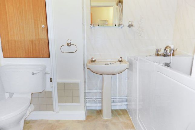 Bathroom of Ash Lodge (Pegasus Court), Hook RG27