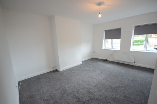 Thumbnail Flat to rent in London Road, Earley, Reading