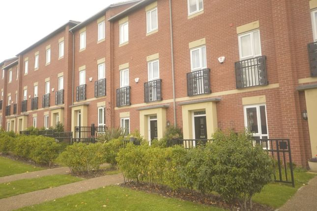 Thumbnail Property to rent in Field Close, Bilston