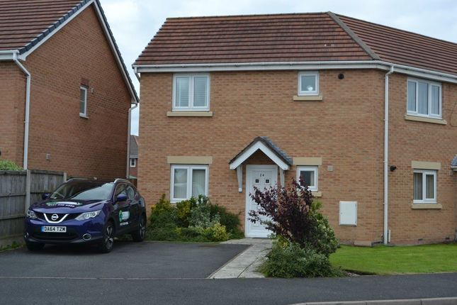 Thumbnail Flat to rent in Kingham Close, Moreton, Wirral