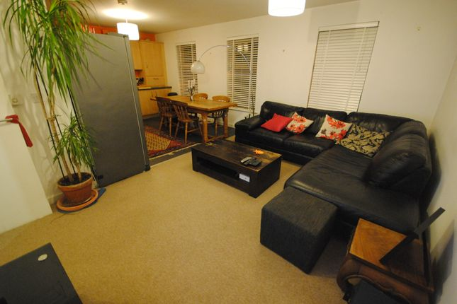 Thumbnail Terraced house to rent in 5 Raynville Way, Kirkstall