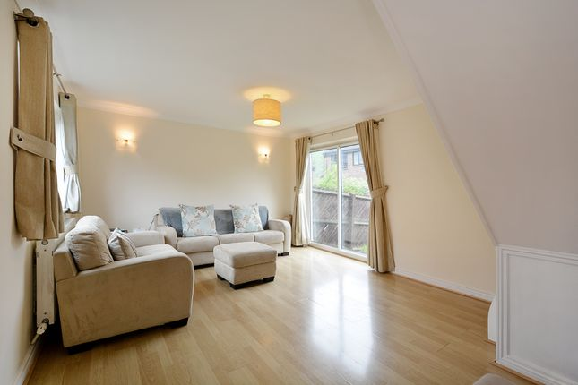 Thumbnail Flat to rent in Victory Way, London