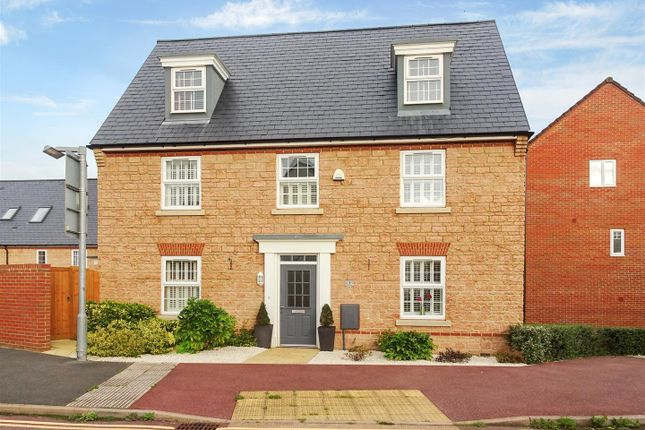 5 bed property to rent in Collett Road, Norton Fitzwarren, Taunton TA2