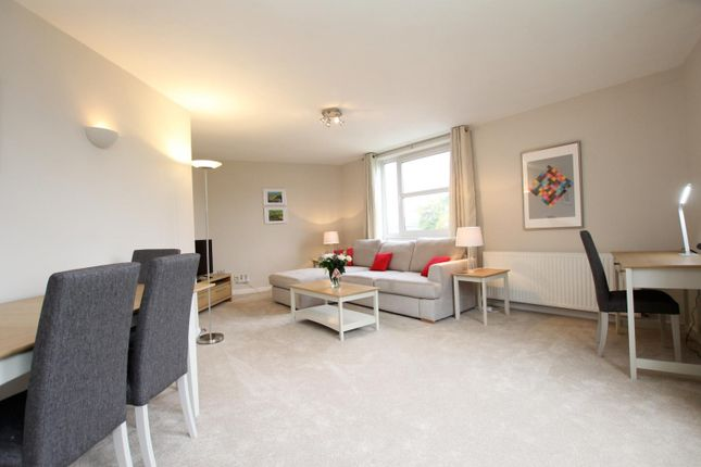 Thumbnail Flat to rent in Heathside, Weybridge
