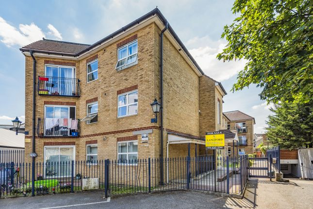 2 bed flat for sale in Compass Lane, Bromley BR1
