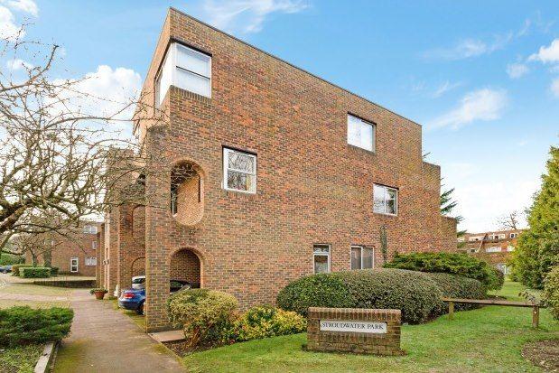 2 bed flat to rent in Stroudwater Park, Weybridge KT13