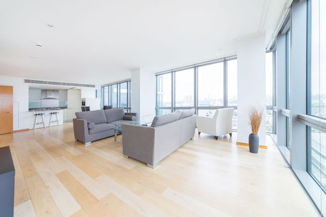 Thumbnail Flat to rent in 1 West India Quay, 26 Hertsmere Road, Canary Wharf, London