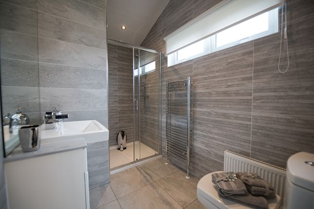 2 bed mobile/park home for sale in Waters View, Yarwell Mill Country Park PE8
