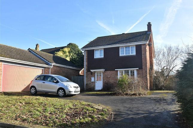 Thumbnail Detached house for sale in Arnewood Avenue, Tadley, Hampshire