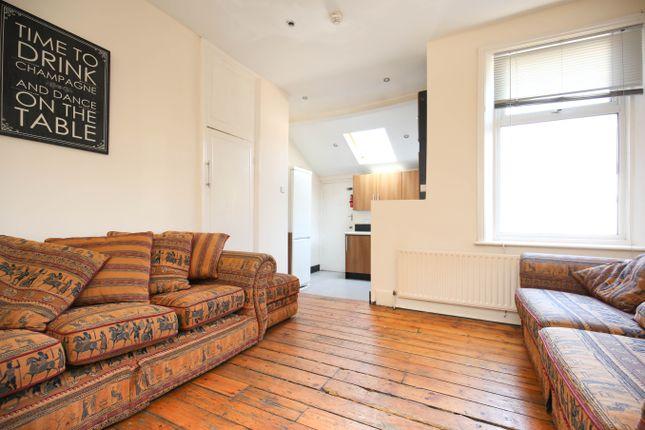 Thumbnail Flat to rent in Roxburgh Place, Heaton, Newcastle Upon Tyne