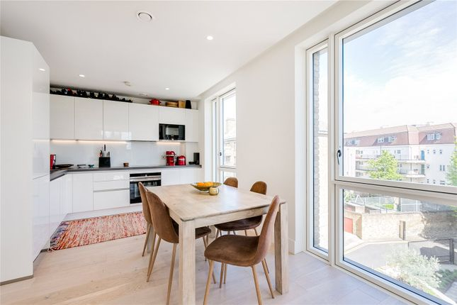 2 bed flat to rent in Atrium Apartments, 12 West Row, London W10