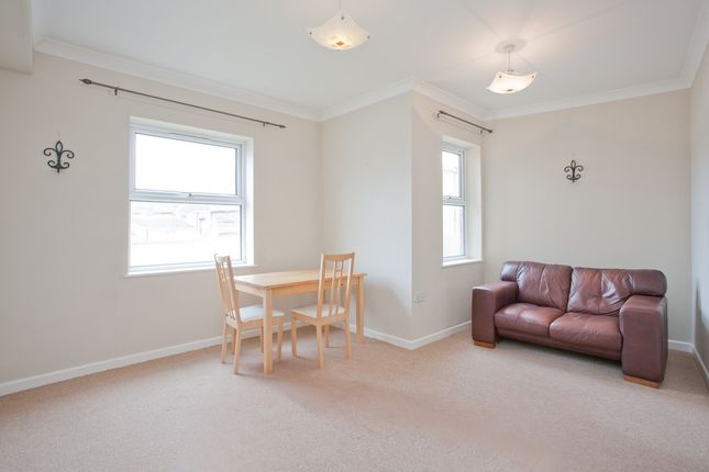 2 bed flat to rent in Dairy Farm Place, London