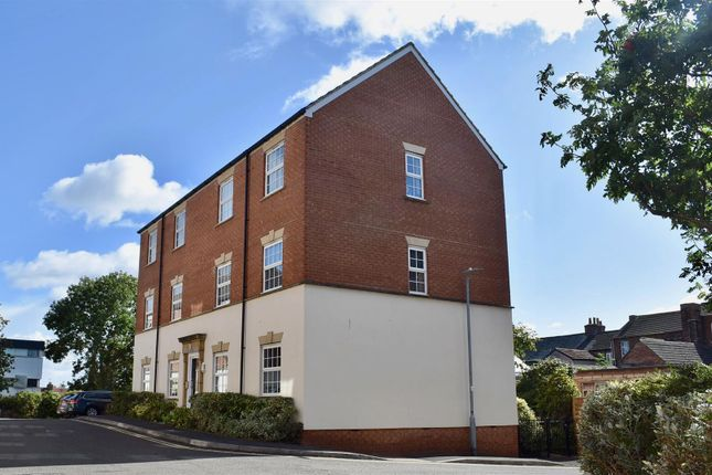 Thumbnail Flat for sale in Gatehouse Court, Taunton