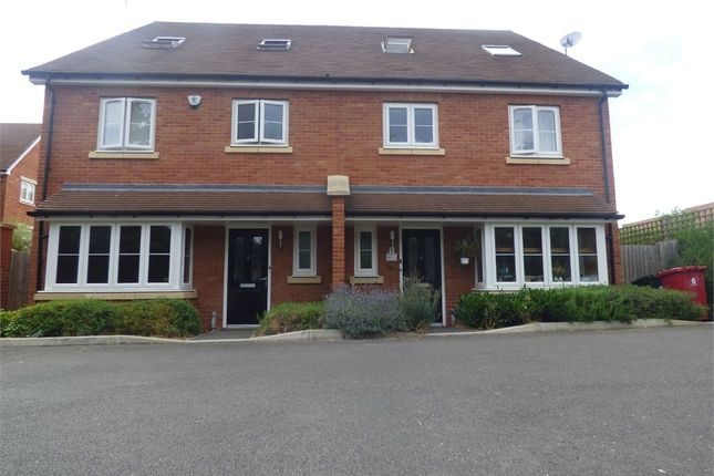 Thumbnail Town house to rent in Foxherne, Langley, Berkshire