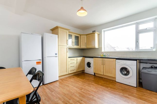 Thumbnail Maisonette to rent in Tolworth Broadway, Tolworth