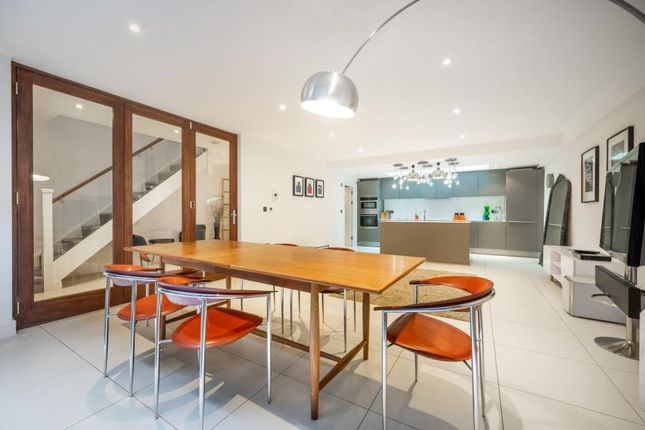 Thumbnail Property to rent in Whittlebury Mews West, London