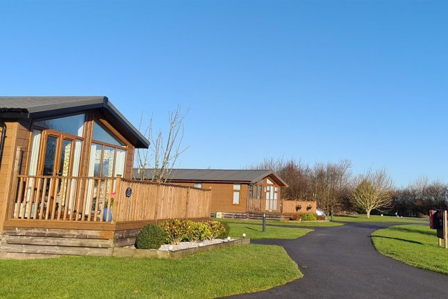 2 bed mobile/park home for sale in Ryther, Tadcaster LS24