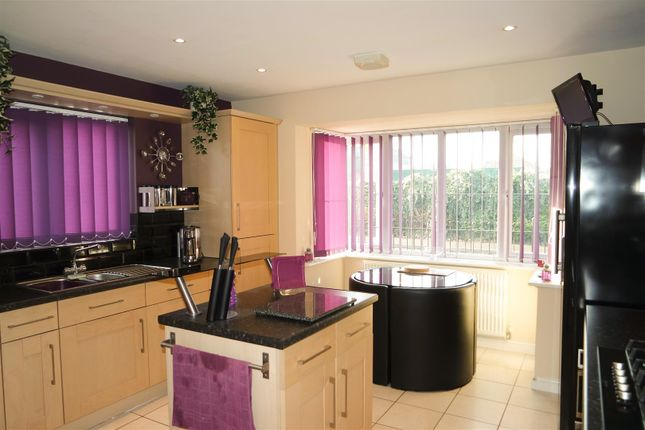 4 bed detached house for sale in Mansfield Road, Clipstone Village, Mansfield