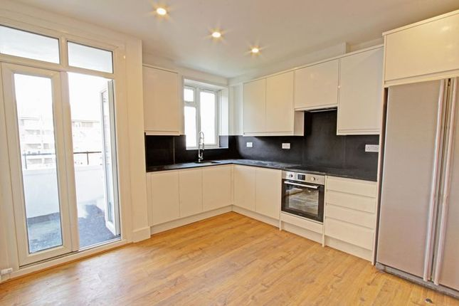 Thumbnail Flat to rent in Lindley Estate, London