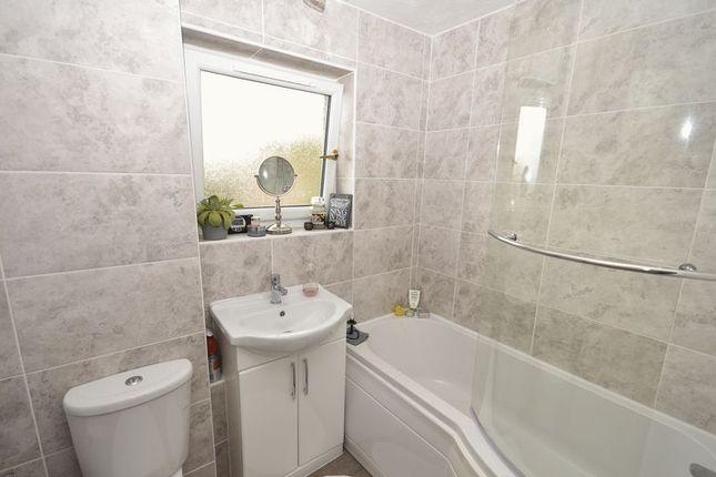 Bathroom of Howe Road, Kilsyth, Glasgow G65