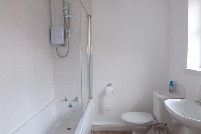 Bathroom of Heneage Road, Grimsby DN32
