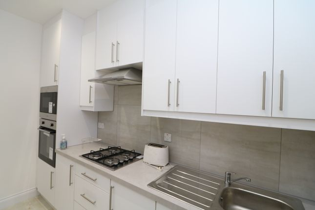 6 bed shared accommodation to rent in Eastern Avenue, Ilford IG2