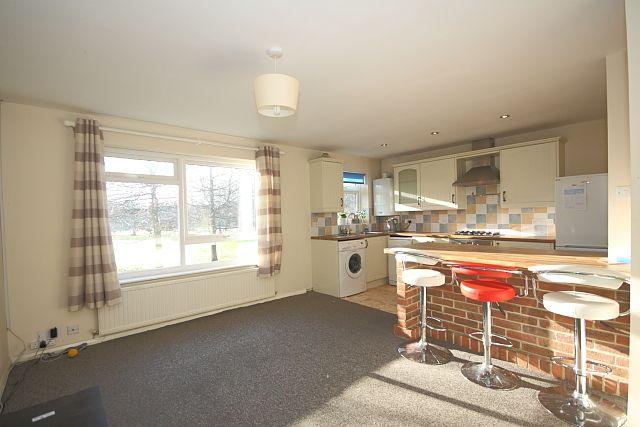 Thumbnail Flat to rent in Elder Road, Bisley, Woking