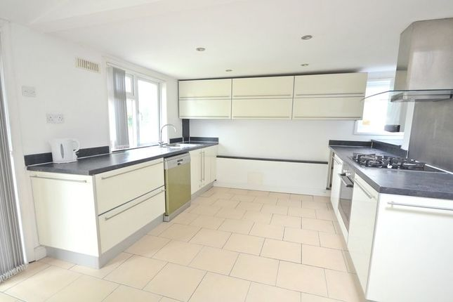 Thumbnail Semi-detached house to rent in Bath Road, Cippenham, Slough
