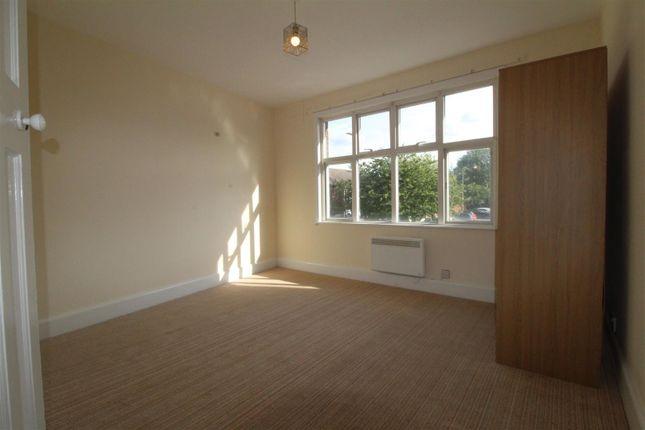 2 bed flat to rent in West Street, Dunstable LU6