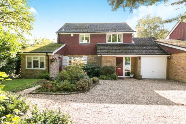 3 bed link-detached house for sale in Tadley, Hampshire, England