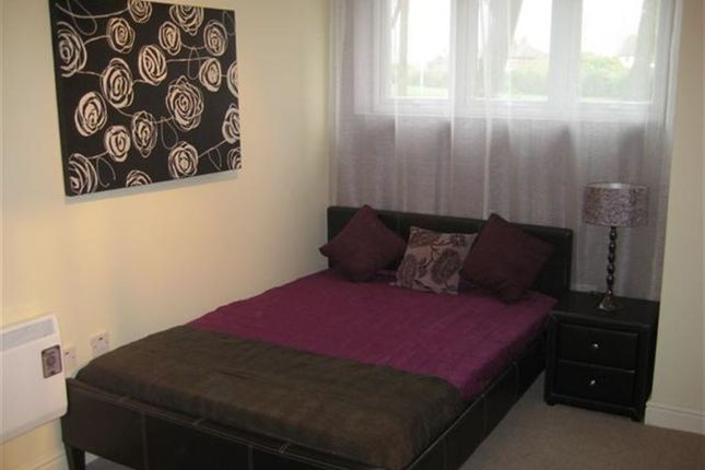 Flat to rent in St. Ives Mount, Armley, Leeds