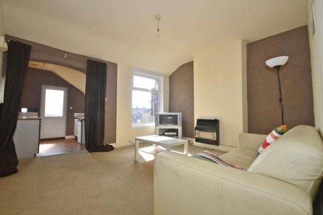 Thumbnail Flat to rent in Rugby Road, Hinckley, Leicestershire LE10 0Qd