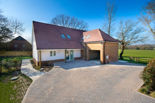 Thumbnail Detached house for sale in Pluckley Road, Charing