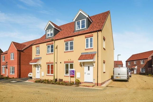 Thumbnail Semi-detached house for sale in Dunnock Road, Bodicote, Banbury