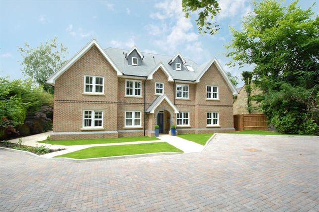 Thumbnail Flat for sale in Butlers Court, Gerrards Cross Road