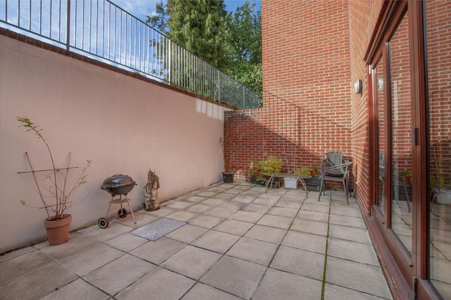 Thumbnail Flat to rent in Crofton Road, Orpington, Kent