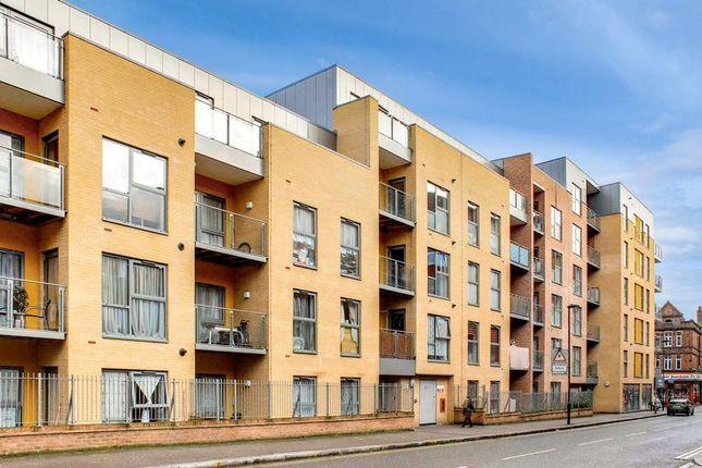 Thumbnail Flat for sale in Artizan Court, London