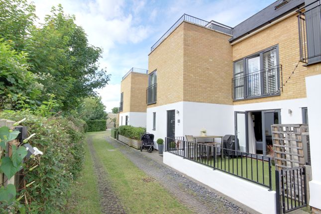 Thumbnail Mews house for sale in Henrietta Gardens, Winchmore Hill