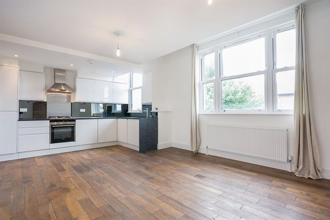 2 bed flat to rent in Lordship Road, London