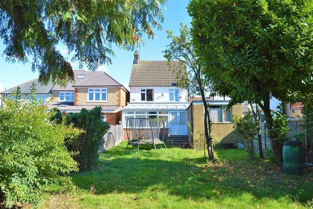 Thumbnail Detached house for sale in Arundel Road, Luton