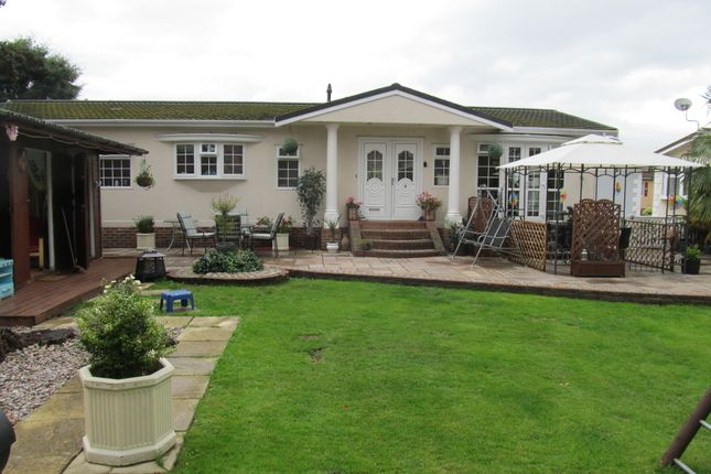 Thumbnail Mobile/park home for sale in Devon Close (Ref 5417), College Town, Sandhurst, Berkshire