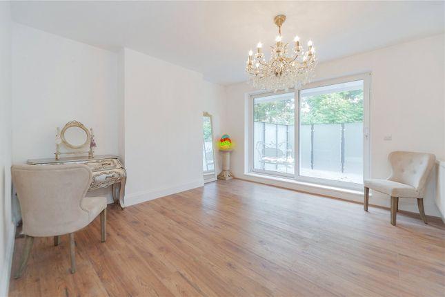 Thumbnail Flat to rent in Roehampton Vale, London