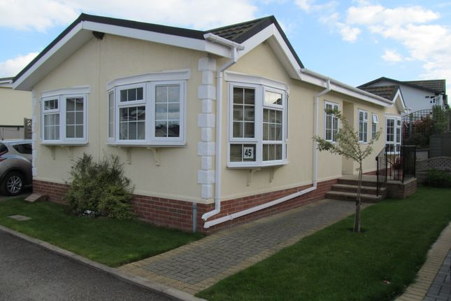 Thumbnail Mobile Park Home For Sale In Cotswold Manor Ref 5449