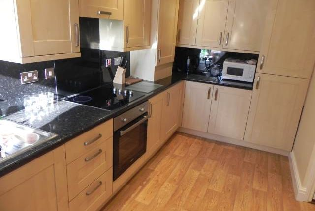 3 bed flat to rent in Brynymor Road, Brynmill, Swansea SA1