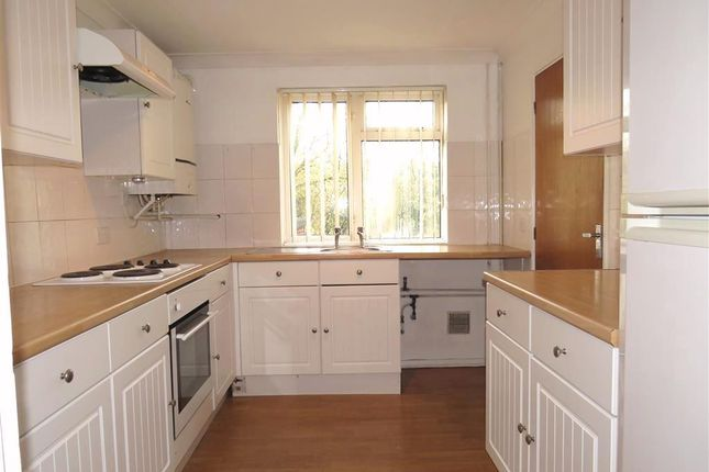 Thumbnail Property to rent in Swaledale Close, Crawley