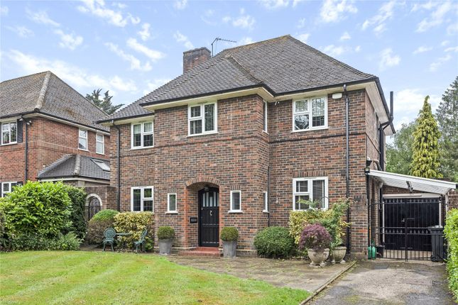 Thumbnail Town house for sale in Hollydale Drive, Bromley