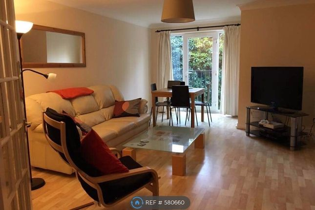 Thumbnail Room to rent in Masefield Gardens, Crowthorne