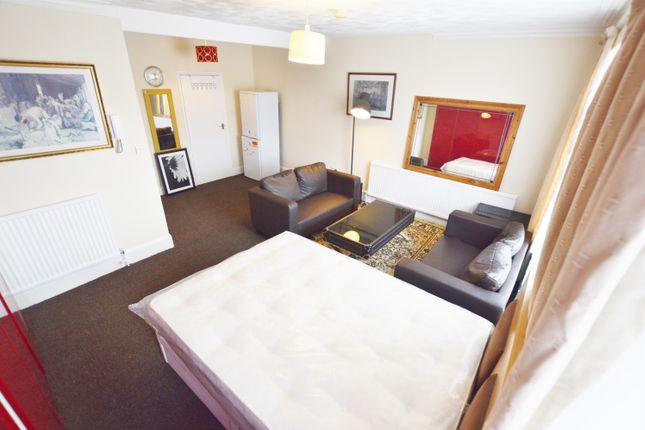 Studio to rent in Ellesmere Gardens, Ilford
